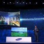 Samsung presenta en la Feria de Tecnología de las Vegas un televisor de 80 pulgadas con pantalla curva.