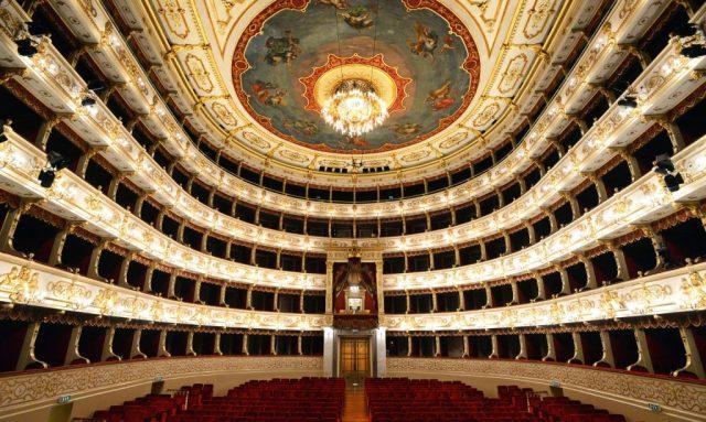 Visita il Teatro Regio - Teatro Regio di Parma