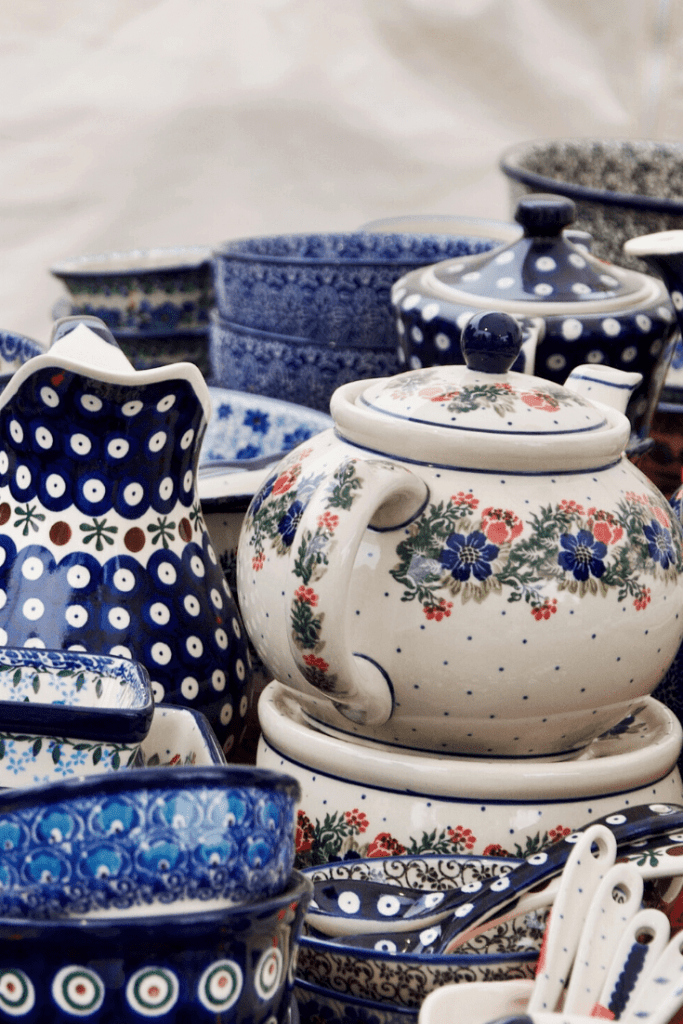 The search for a teapot is on! Tea with Mum needs a teapot, and not just for symbolic reasons. Where should I look? In Poland? Photo: Noreen on unsplash