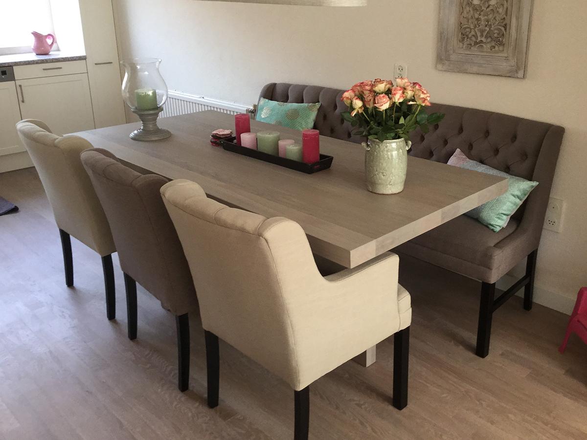 Eettafel unieke poot met stoelen en bank  Te Boveldt