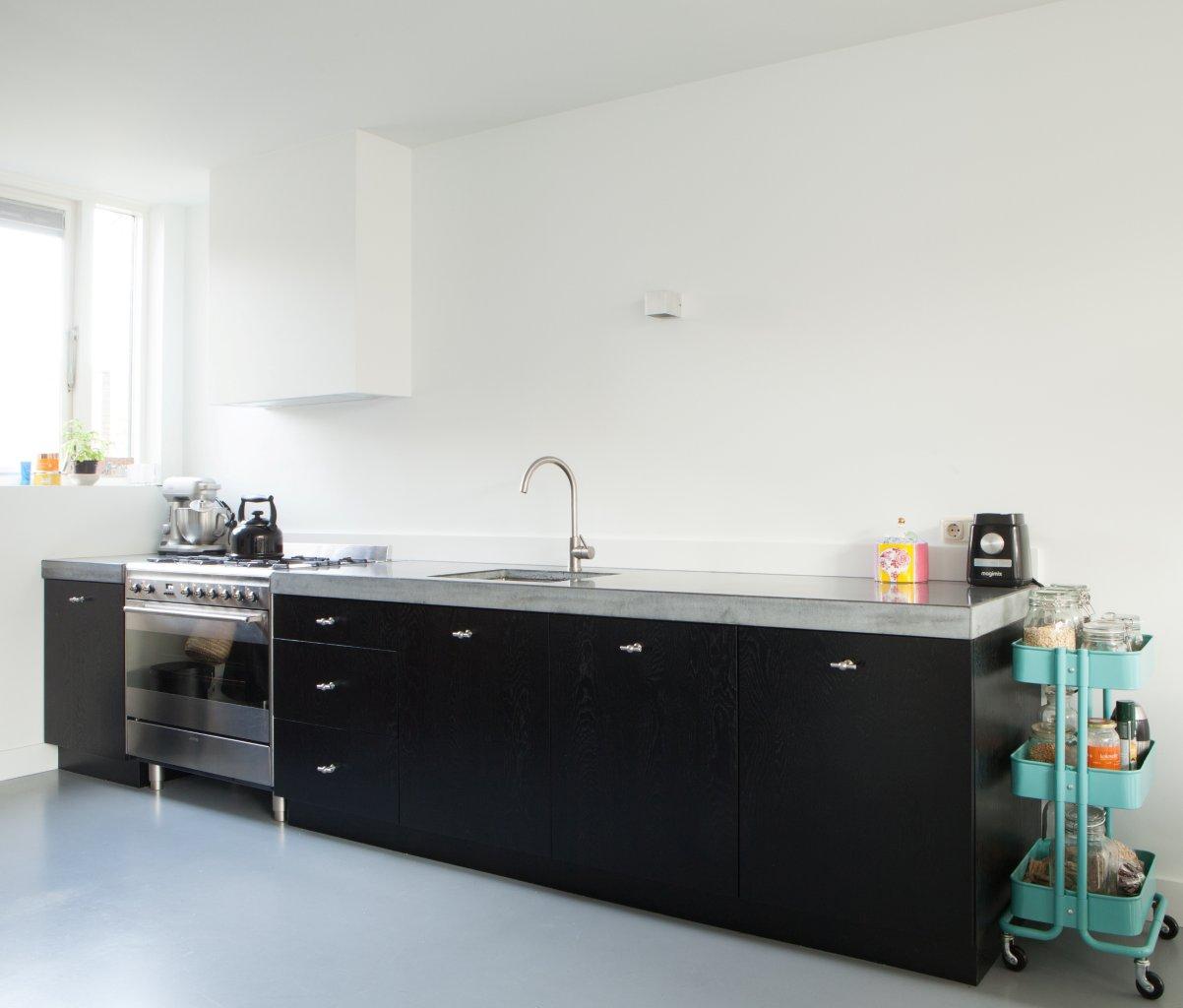 Keuken beton zwart stoer eethoek  Te Boveldt