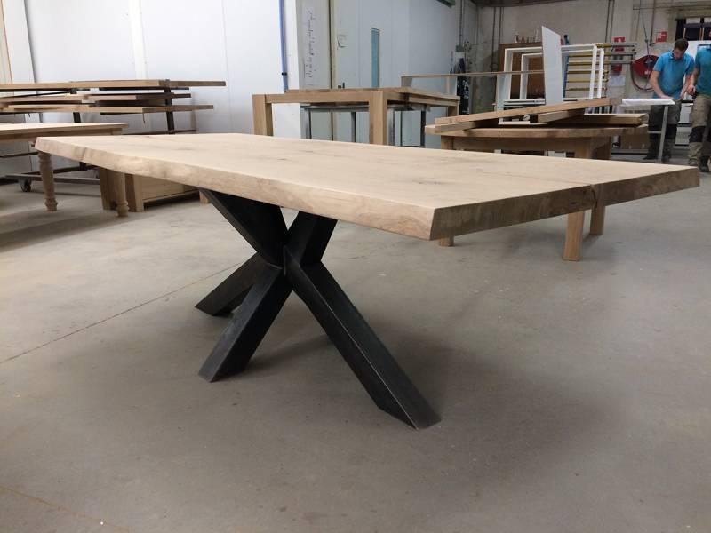 Eettafel robuust kruispoot zwart staal industrieel  Te