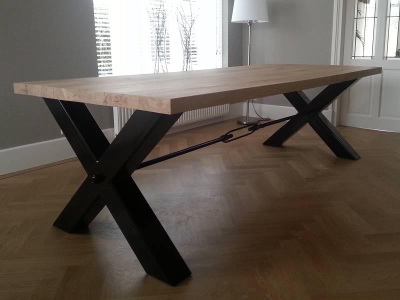 Moderne tafel x poot eiken zwart staal  Te Boveldt