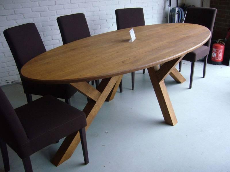 Ovale tafel eiken schuine poot  Te Boveldt Meubelmakerij