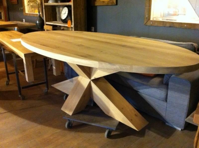 Ovale tafel eikenhout kruisonderstel  Te Boveldt