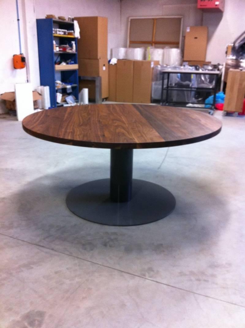 Ronde tafel walnotenhout ronde kolom staal  Te Boveldt