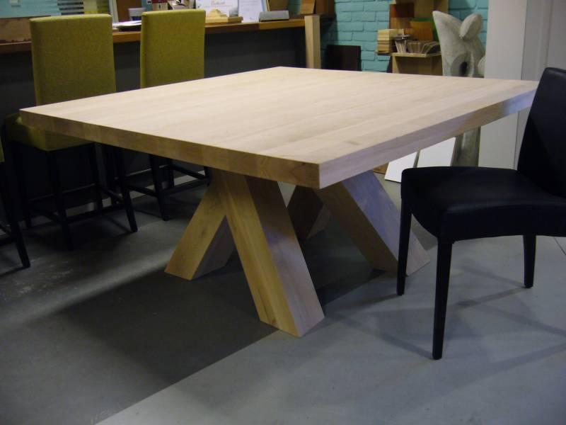 Vierkante tafel schuine poten  Te Boveldt Meubelmakerij