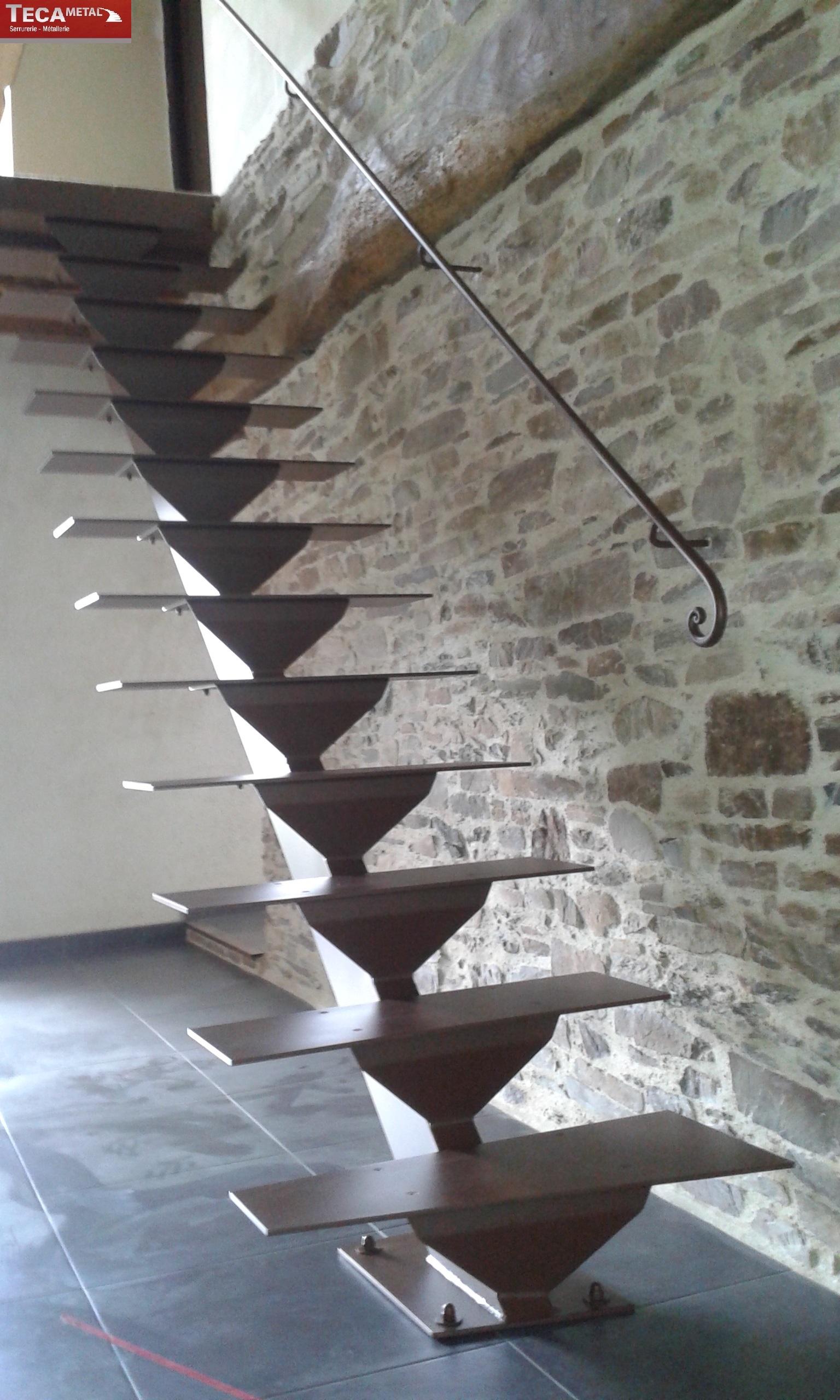Escalier Limon central Modle Le Fameux  TECAMETAL