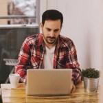 أفضل 10 مجالات للعمل عن بعد للمبتدئين وكيفية الحصول على وظيفة فيها