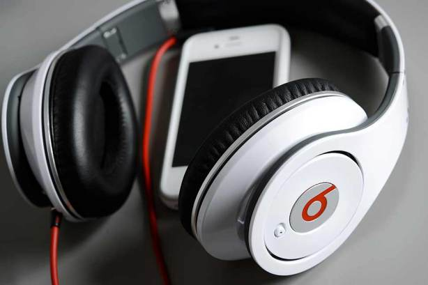 0509_apple_beats_deal_970