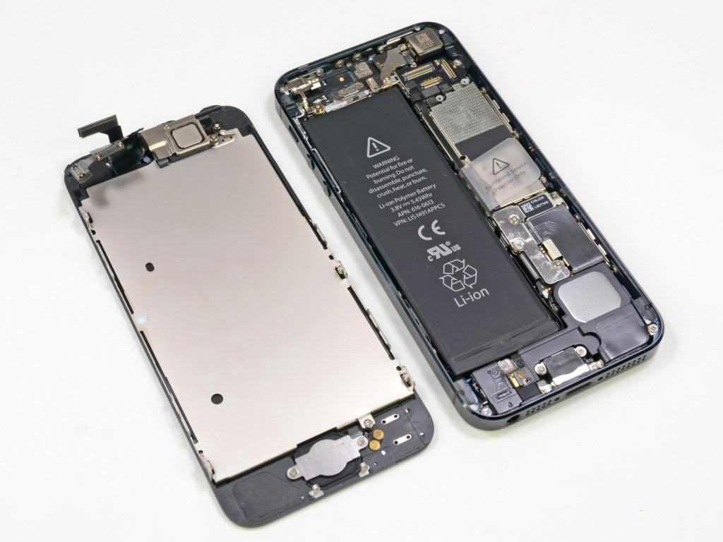 بطارية آيفون 5 1024x768 أبل تسمح باستبدال بطاريات آيفون 5 مجانًا لمن يواجه مشاكل معها