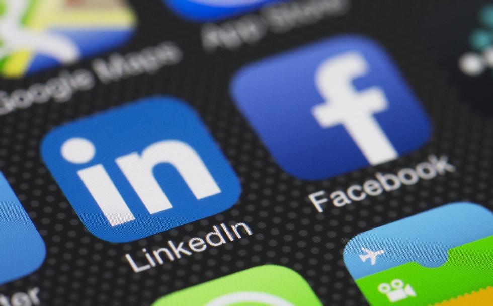 فيس بوك تطلق شبكة اجتماعية لقطاع الأعمال مطلع العام القادم