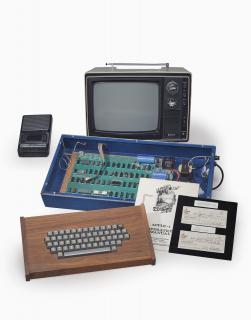 بيع كمبيوتر أبل-1 بمزاد وصلت قيمته إلى 365 ألف دولار