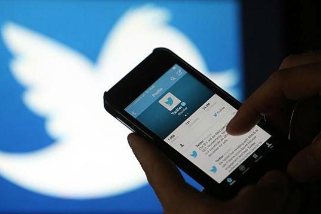 تويتر تنفي نيتها تغيير طريقة ترتيب التغريدات - عالم التقنية