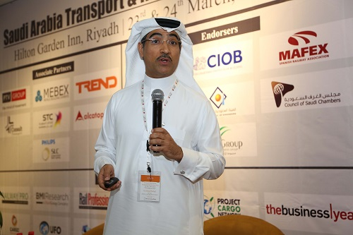 د. فهد بن مشيط متحدثا في المؤتمر الثالث للنقل والبنية التحتية
