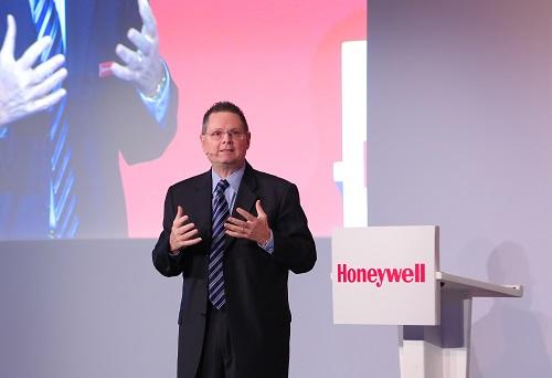 """نورم جيلسدورف رئيس شركة """"هانيويل"""" في الشرق الأوسط وروسيا وآسيا الوسطى"""