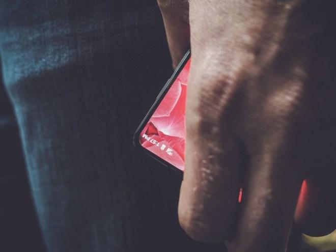 Essential Bezel-less phone