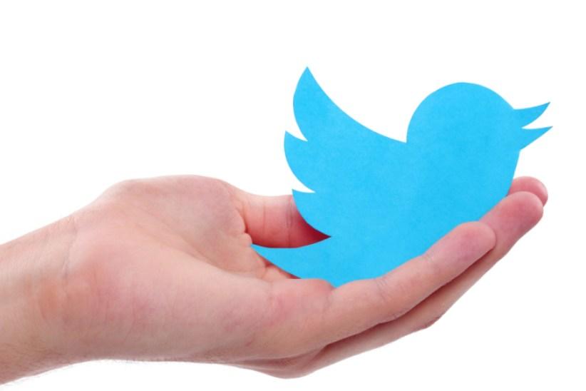 تويتر تختبر ميزة جديدة توضح كاتب التغريدة والشخص المشار إليه في سلسلة الردود