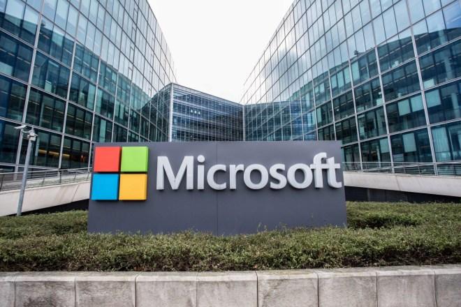 سيرفس ولينكدإن تقفزان بأرباح مايكروسوفت لأكثر من 7 مليار دولار
