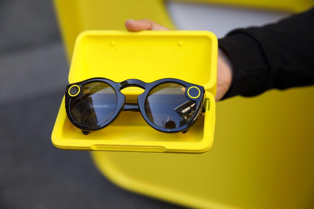 سناب شات ستطلق نظارة Spectacles بكاميرا مزدوجة تدعم الواقع الافتراضي