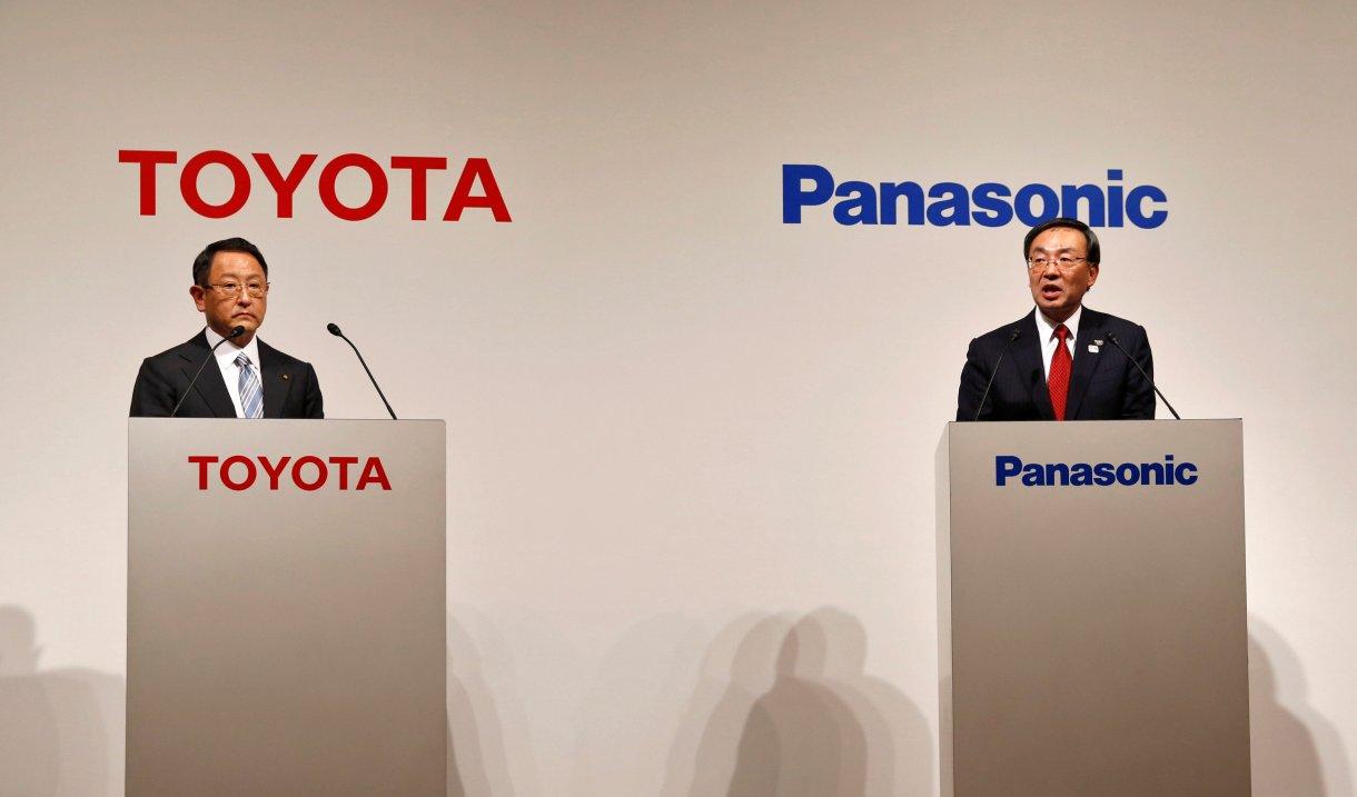 تقرير: شراكة محتملة بين باناسونيك وتويوتا لصناعة بطاريات السيارات الكهربائية