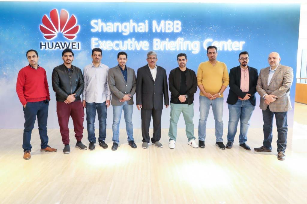 عالم التقنية يزور مقر هواوي في الصين مع وفد إعلامي سعودي للتعرف على ابتكاراتها وحلولها عن كثب