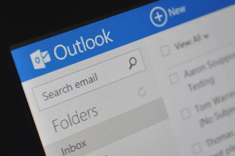 مايكروسوفت تكشف عن اختراق أدى لتسريب بيانات بعض مستخدمي أوت لوك