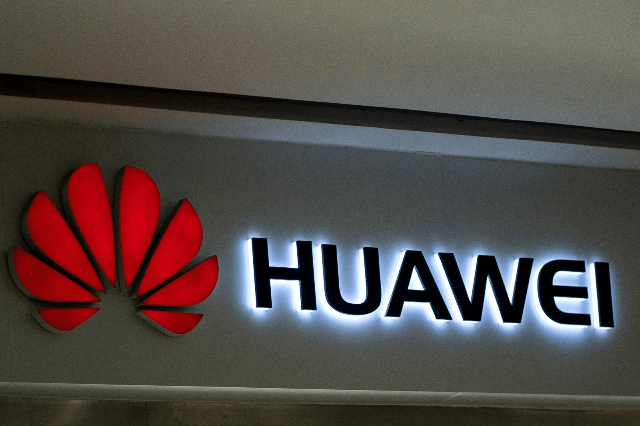 Screenshot_2019-05-25-Huawei-is-banned-from-using-SD-cards-in-future-devices