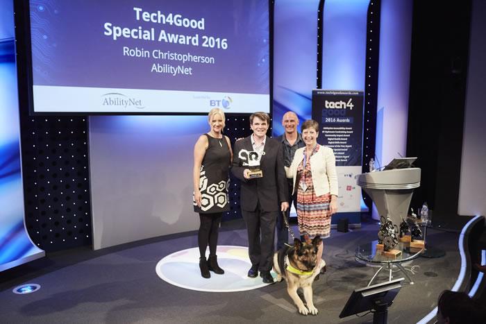 Robin winning award