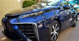 Toyota-Mirai-Fuel-Cell-Vehicle-7