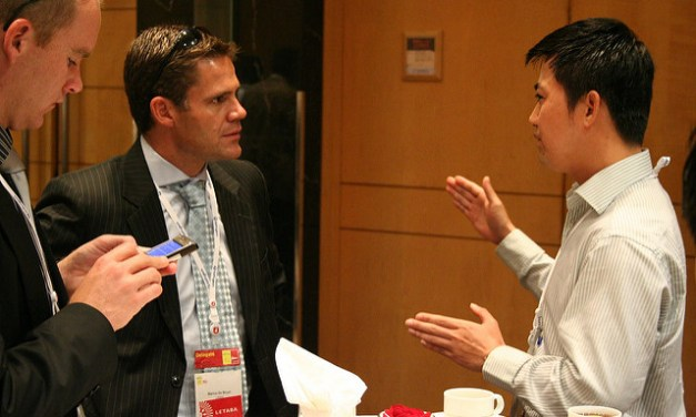 How To Network: 6 Effective Ways To Ensure Growth