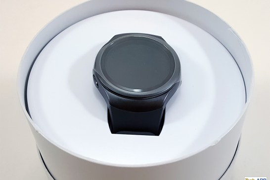 Inside the Samsung Gear S2 box