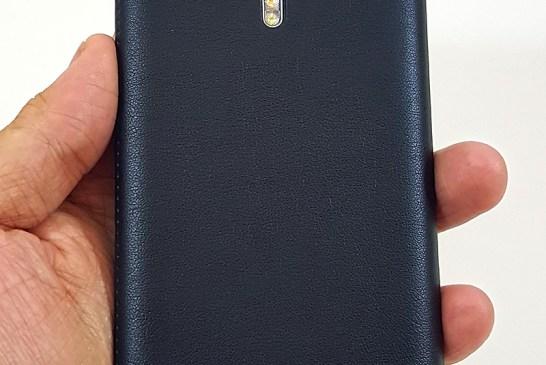 Alcatel Flash 2 Flip Case Installed
