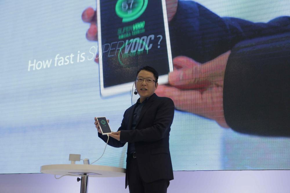 OPPO Unveils Super VOOC Flash Charge & SmartSensor Image Stabilization