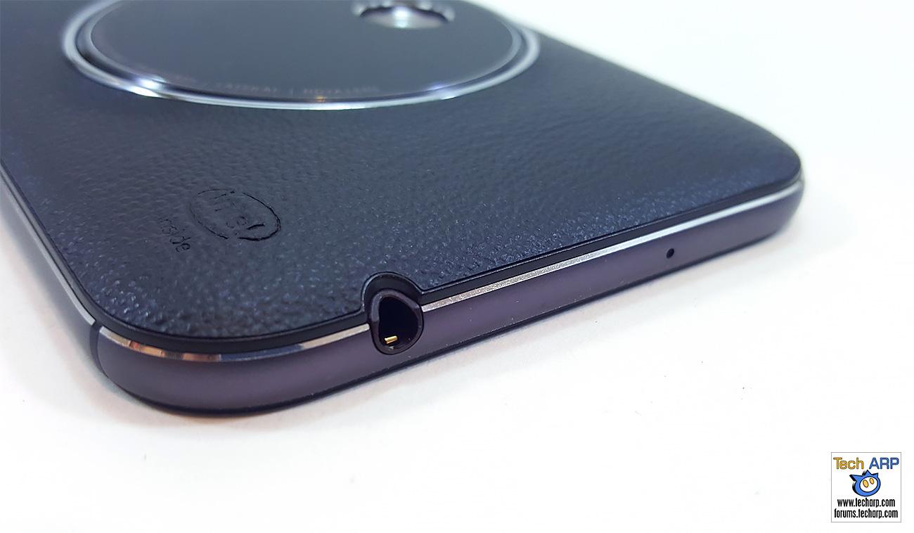 ASUS ZenFone Zoom (ZX551ML) earphone port