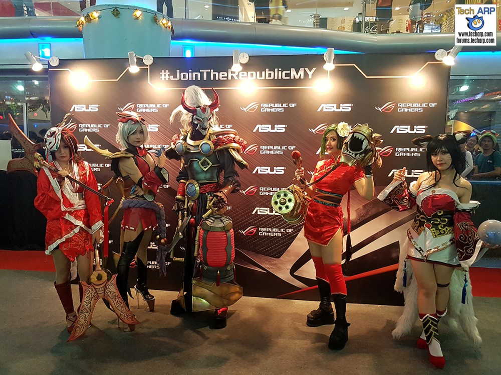 League of Legends Cosplayers