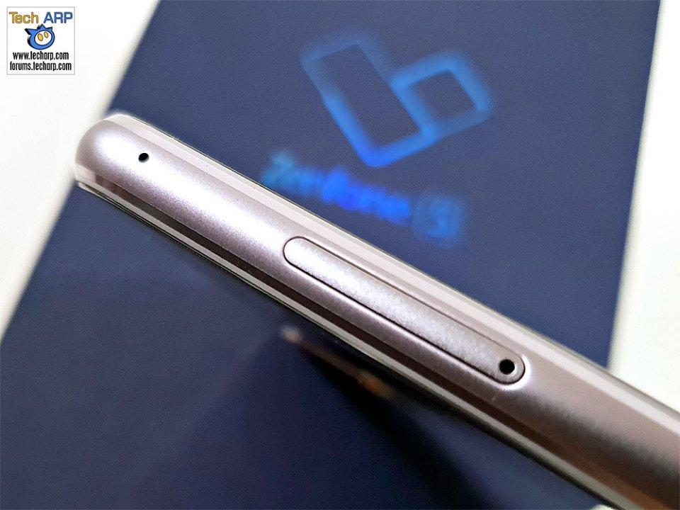 ASUS ZenFone 5 ZE620KL left side