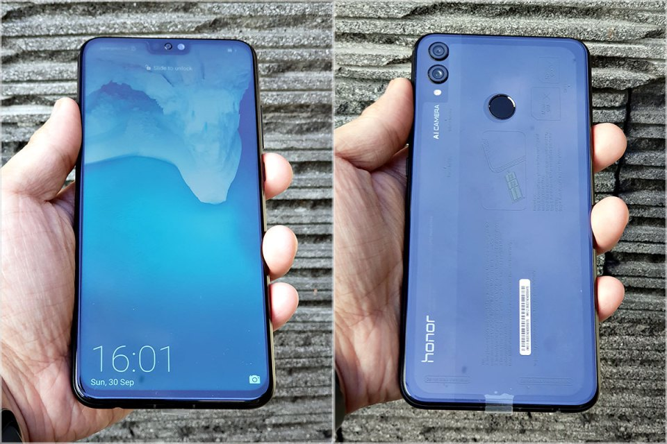 Honor 8X in hand