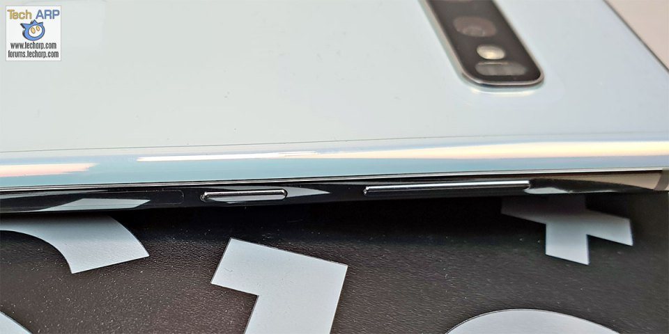 Samsung Galaxy S10 Plus left buttons