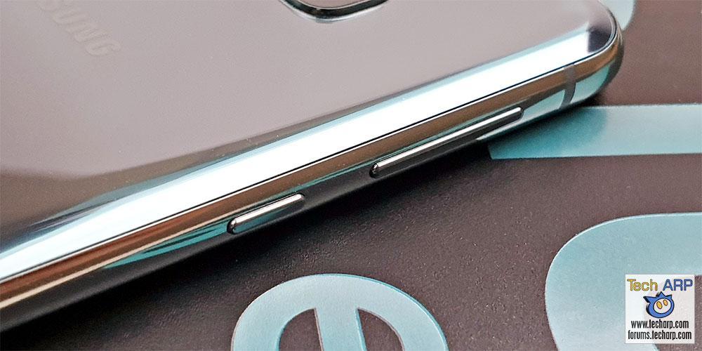 Samsung Galaxy S10e left