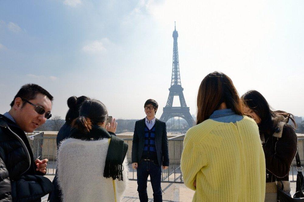 Asian tourists in Paris