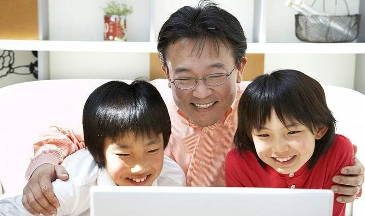Kid using Internet