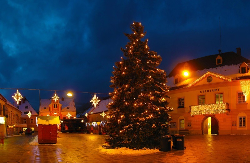 Christmas Tree Garland Street Night