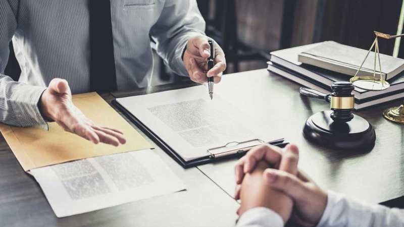 How Does a Personal Injury Lawyer Help Injured Employees?
