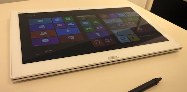 Sony-Vaio-Duo-13-slider-hands-on-07.JPG