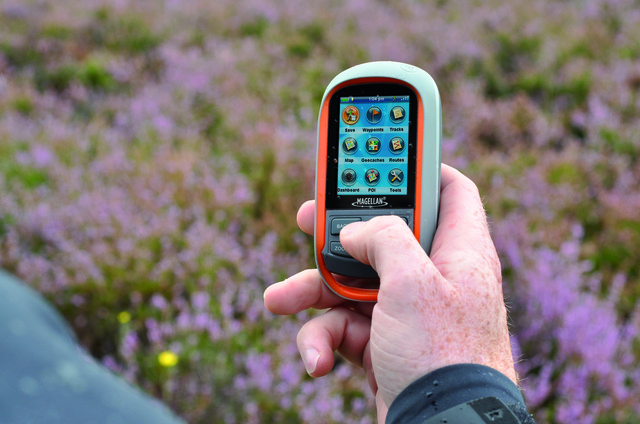 magellan_310_menu_handheld.jpg