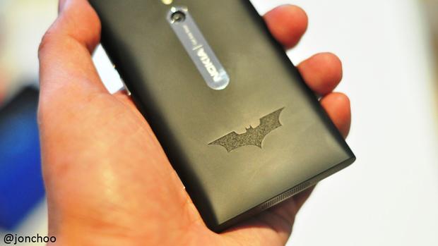 nokia-batman-dark-knight-rises-phone.JPG