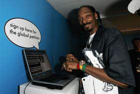 snoop-dogg-with-computer.jpg
