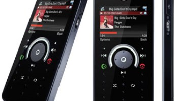 CES 2008: The Motorola E8 phone with changing button touch