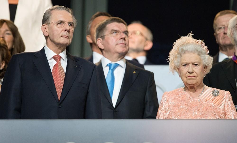 queen-elizabeth-ii-opening-london-2012-olympic-games-02
